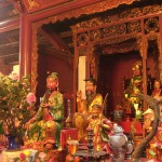 Im Inneren des Ngoc Son Tempels in Hanoi