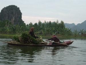 Pragmatischer Wassertransport in der Nähe von Hanoi