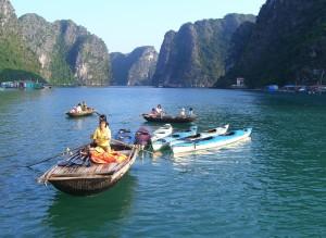 Auch Kajaking kann man in der Halong Bucht betreiben