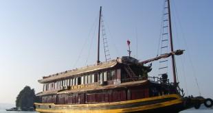 Typisches Ausflugsschiff in der Halong Bay