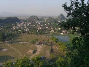 Blick auf das Tal in der Nähe von Kenh Ga (Ninh Binh)