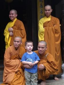 Mönche in der Tu Dam Pagode in Hue