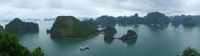 Panorama Blick auf Teile der Halong Bucht