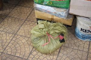 Praktischer Transportbehälter für Geflügel in Vietnam
