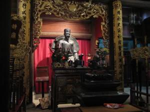 Ho Chi Minh Statue im Literaturtempel in Hanoi