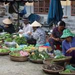 In Hoi-An wird auch viel auf den Straßen angeboten