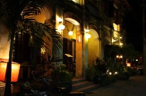 Hue bei Nacht bietet eine Hülle von leckeren Restaurants