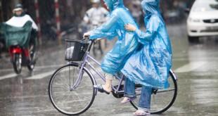 Bei schlimmen Regen hilft auch kein Regenschirm in Vietnam