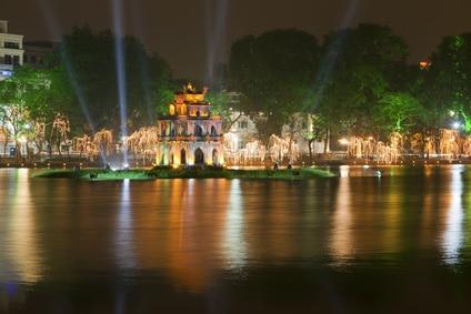 Der Schildkrötentempel in Hanoi ist nachts auf jeden Fall ein lohnenswertes Fotomotiv.