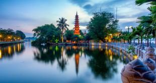 Die Tran Quoc Pagode in Hanoi bei Abenddämmerung